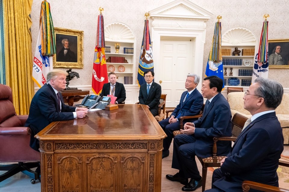Lotte group chairman meets Trump at White House
