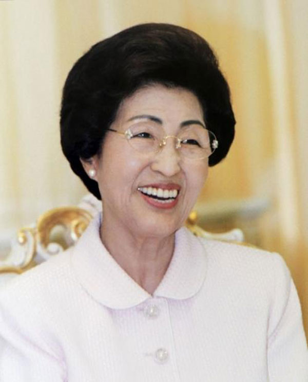 Ex-President Kim Dae-jung's widow dies at 96