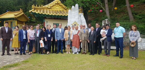 Ambassadors, senior diplomats visit, sample Buddhist culture
