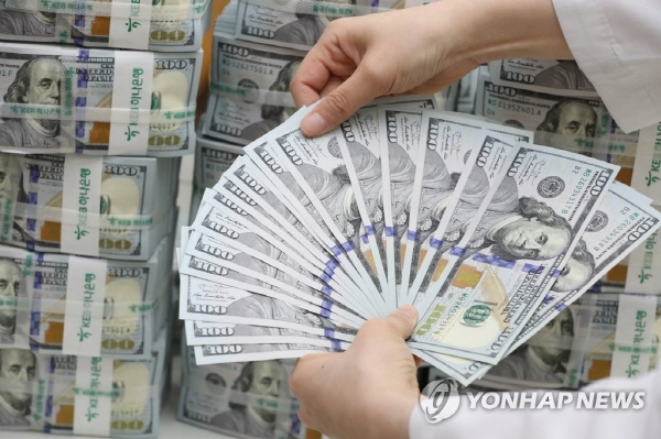 Korea's foreign currency reserves slightly down in Aug.