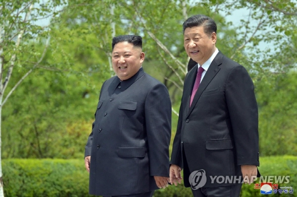 Kim, Xi vow to strengthen ties on 70th anniv. of establishment of relations