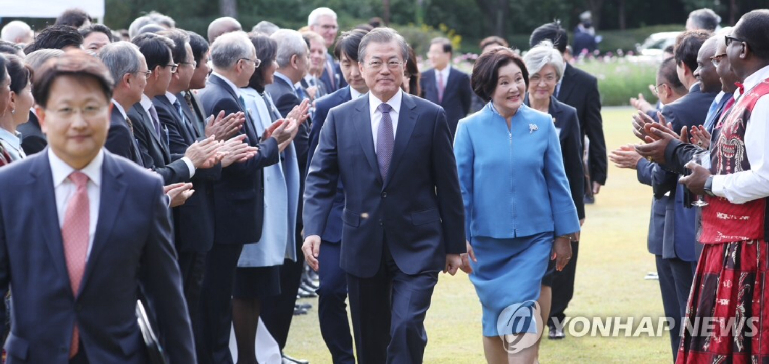 Moon requests support for peace efforts, Busan summit with ASEAN