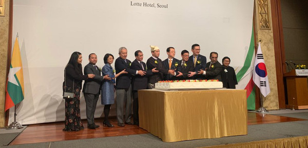 Ambassador U Thant Sin of Myanmar (sixth from left) cuts celebration cakes with other ambassadors of the member countries of  the Association of the Southeast Asian Nations.