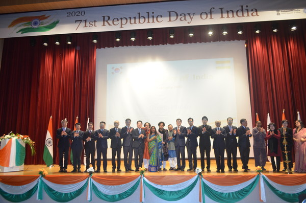 Ambassador Sripriya Ranganathan of India, 9th from left, poses with Korean and international dignitaries attending a reception she hosted in Gwangju on Jan. 31, 2020 in celebration of the 71st Republic Day of India.