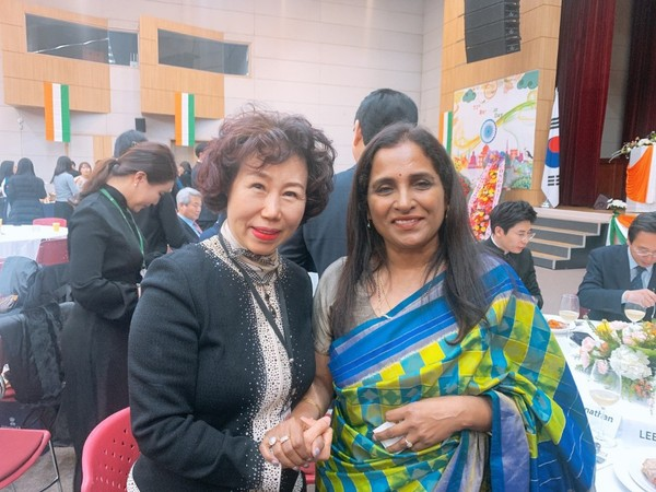 Ambassador Sripriya Ranganathan of India and Vice Chairman Cho Kyung-hee of The Korea Post media (right and left) are posing for the camera at the National Day reception of India at the Kim Dae-jung Convention Center in Gwangju, Jeollanam-do Province on Jan. 31, 2020.