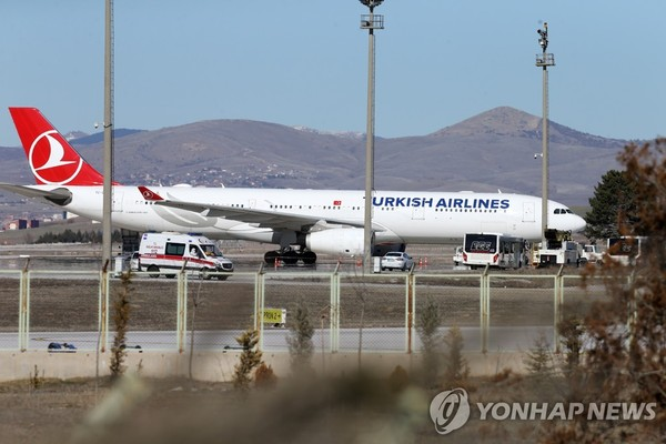 This EPA photo from Feb. 25, 2020, shows a Turkish Airlines plane. (Yonhap)
