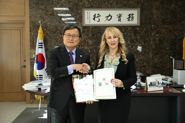 Madam Chafika Derragui, Spouse of the Ambassador Mohammed El Amine Derragui of Algeria poses with President Chun Ho-hwan of Busan National University on 2019.