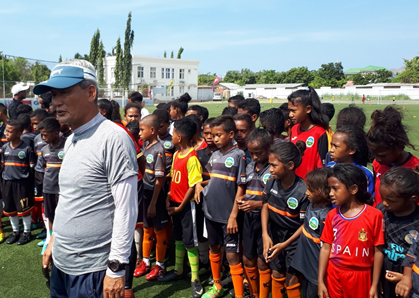 Kim Shin-hwan leads the East Timor youth soccer team to give children dreams and hopes for a bright future.