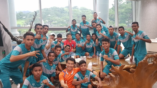 East Timor Youth soccer team was invited by Mr. Choi and PSC and strengthened their will for the passing the qualification match of Youth World Cup.