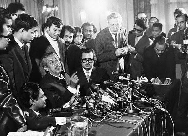 Bangabandhu Sheikh Mujibur Rahman speaks at a crowded press conference at London's Claridge's Hotel hours after his arrival in London on January 8, 1972 following his release from Pakistani prison (January 8, 1972).