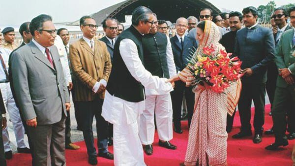 Prime Minister Bangabandhu Sheikh Mujibur Rahman welcoming the Indian Prime Minister Indira Gandhi at Dhaka Airport (Old Airport, Tejgaon) (March 17, 1972).