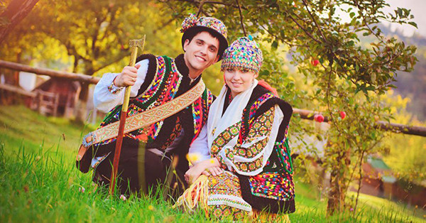 Ukraine national costume, Gutsuly, worn by a Ukrainian couple