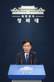 Presidential Spokesperson Kang Min-seok announces President Moon's official position on the results of the Apr. 15 National Assembly elections.