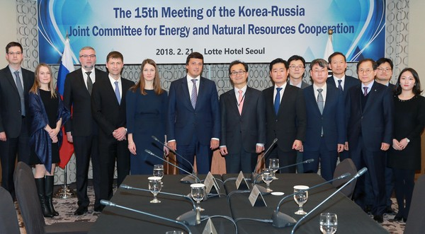 "15th Korea-Russia Resource Cooperation Committee : Park Won-joo, head of the Energy and Resources Office at the Ministry of Trade, Industry and Energy, attended the 15th session of the Korea-Russia Cooperation Committee at 13:30 Wednesday 2. 21. 2018 at Lotte Hotel in Sogong-dong, Seoul, to discuss ""cooperation measures on gas, power and energy technology (R&D)"" and other officials from the two countries, including Anton Inyutsyn, Russia's vice minister (senior representative)."