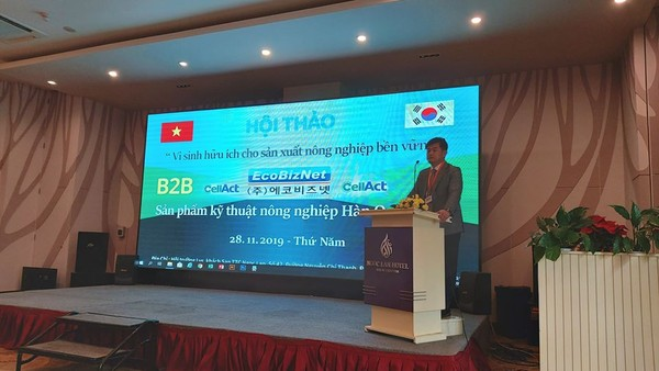 EcoBizNet CEO Jeong-sub Cho at Business Presentation in Vietnam