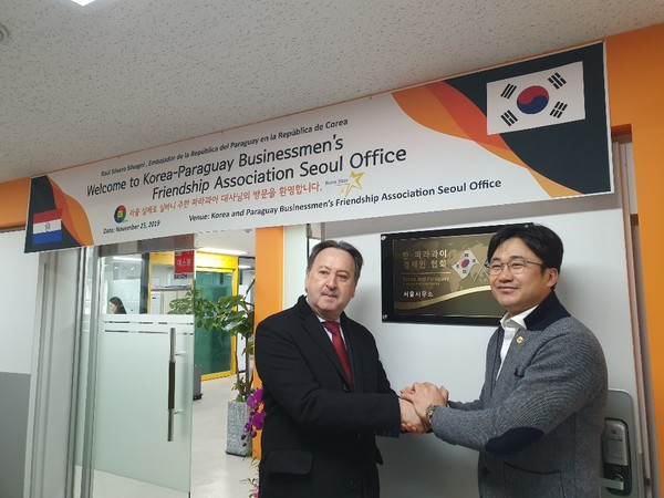 Opend in Nov. 2019 Korean-Paraguay Businessmen's Friendship Association Seoul Office M.view Global were elected as a President. Posing with Ambassador Raul Silbero of Paraguay.