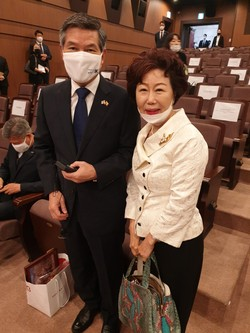 Defense Minister Jeong (left) poses with The Korea Post Editor Ms. Joy Cho.