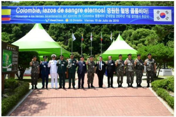 "Last year, Kwon Young-hyun (chief, seventh from the left), head of the Army's 15th Infantry Division, and other participants are taking commemorative photos at the ""Memory Ceremony for the Victims of the Korean War in Colombia"" held at Jeonjeokbi in the Sanyangni district, Hwacheon County, Gangwon Province."