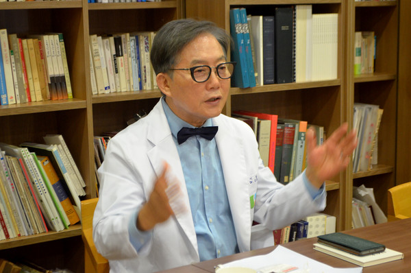 Chairman Dr. Lee Sang-ho of the Wooridul Spine Hospital in Seoul