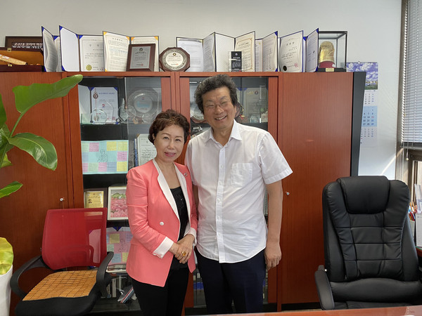 Chairman & CEO Youngkwon Kang of Edison Motors poses for the camera shortly before an exclusive interview with Editor Ms. Joy Cho of 'The Korea Post' media at the former's office in Seoul.