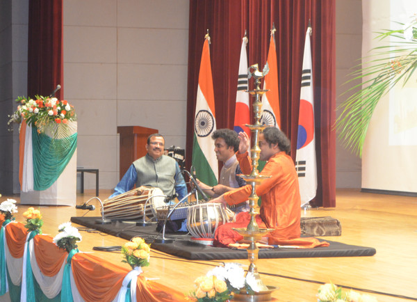 A cultural performance is presented at the reception venue in celebration of the 71st Republic Day of India.