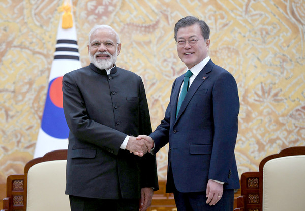 President Moon Jae-in (right) and Prime Minister Narendra Modi of India shake hands with each other during the latter's visit to the Presidential Mansion of Choeng Wa Dae in Seoul.
