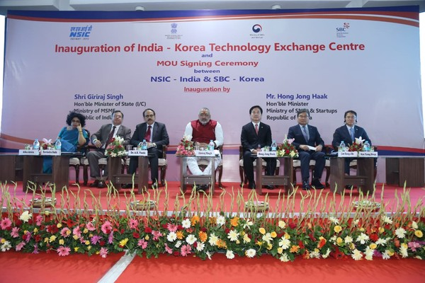 India-Korea Technology Exchange Centre is inaugurated at a meeting between the competent authorities of Korea and India, including Minister of SMEs & Startups Hong Jong-Haak of Korea (fifth from left) and Minister Shri Giriraj Singh of SMEs & Startups of India (center).