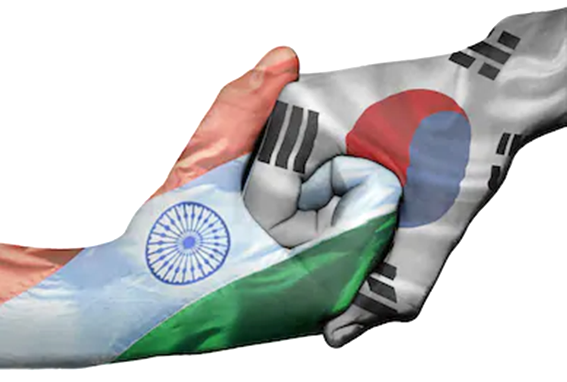 Hand of Korea (right) and that of India (left) are in firm grips. Cooperation between Korea and India continue to grow rapidly in the economic and various other spheres, especially after the arrival of Ambassador Ranganathan of India in Seoul (Source: shutterstock.com)