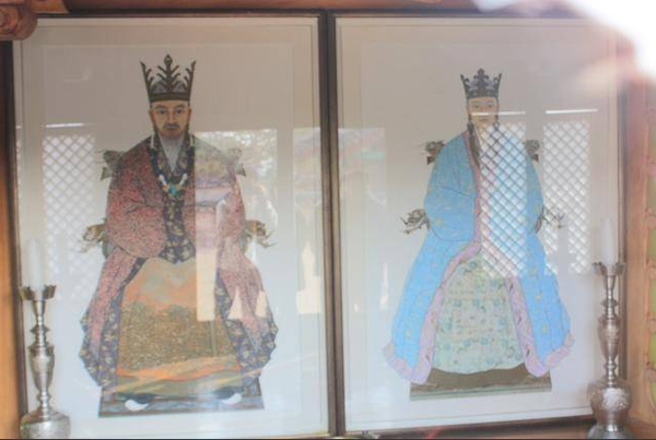 The portrait of King Suro and Heo Hwang-ok If you go to Soongseonjeon Hall in the Royal Tomb of King Suro, it is the only place in Korea where the portrait is hung.