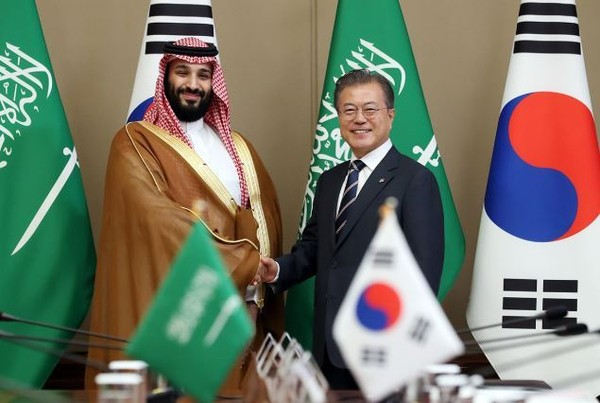 President Moon (right) shakes hands with Crown Prince Salman of Saudi Arabia at their meeting Seoul on June 27, 2019, The two leaders signed MOUs worth over $8 billion.