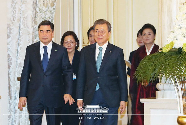 President Moon Jae-in (right, foreground) and President Berdimuhamedov of Turkmenistan (left) at the Conference of the People's Council of Turkmenistan