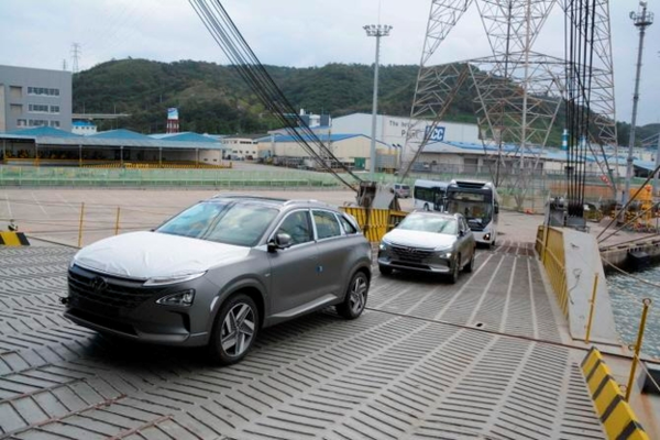 'Nexo' and 'Elec-city FCEV' are being shipped for exports to Saudi Arabia at the port of Ulsan on Sept. 27th/ Courtesy of Hyundai Motor