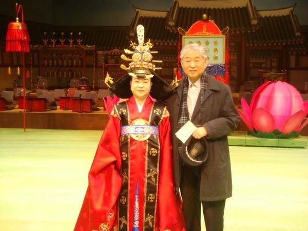 Lady Novelist Han Malsook (in traditional Korean royal costume) and her late husband (noted Korean Gayageum Specialist Hwang Byung-ki)