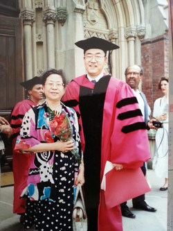 Novelist Han (left) poses with her eldest son on the occasion of his receipt of a Ph. D. from Harvard University in 1993.