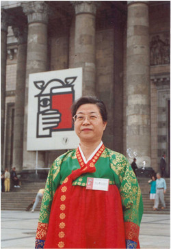 Novelist Han was invited to the world's 38th Book Fair in Warsaw, Poland in 1993.