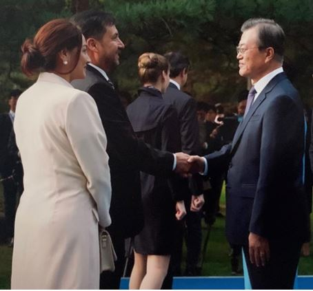 President Moon (right) shakes hands with CDA Ossio Bustillos of Bolivia (second from left) while Mrs. Zapata looks on at left.