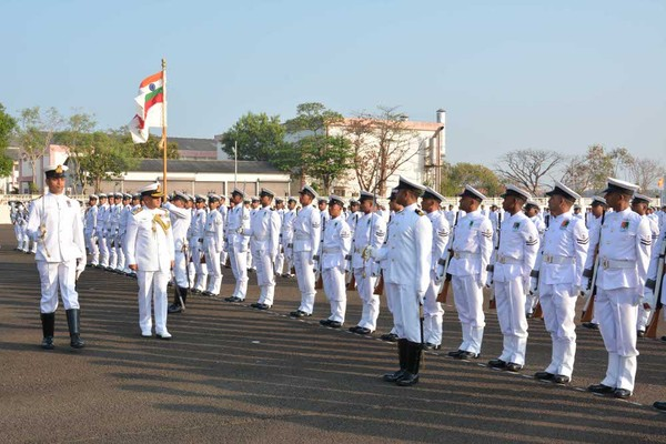 Vice Admiral Satish Soni, Flag Officer Commanding-in-Chief Southern Naval Command inspecting the Parade