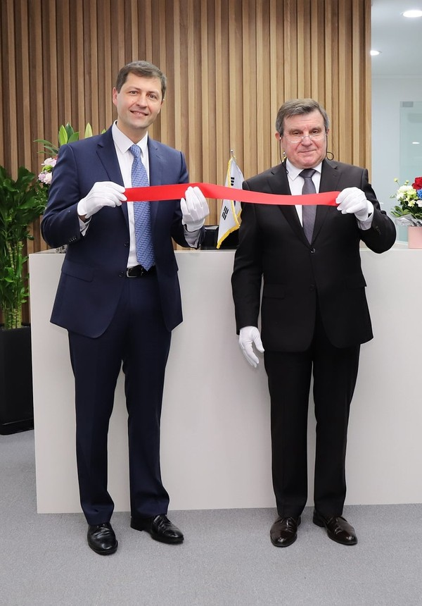 ​Ambassador Extraordinary and Plenipotentiary of the Russian Federation to the Republic of Korea H.E. Andrei Kulik and Trade Representative of Russian Federation in the Republic of Korea Alexander Masaltsev at the opening ceremony of the new Trade Representation office​