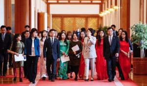 First lady meets Vietnamese students