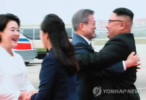 Moon arrives in Pyongyang for historic summit with Kim