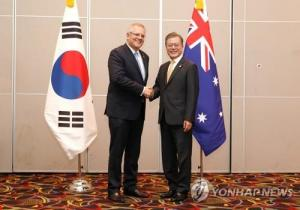 President Moon meets Australian PM in Papua New Guinea, agree to continue friendly ties