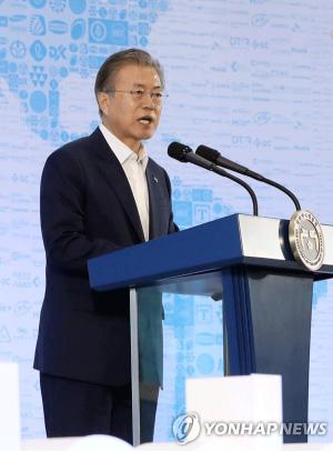 Moon declares 'renaissance vision' for S. Korea's manufacturing industry