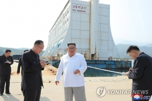 Kim inspects Mount Kumgang, criticizes dependence on S. Korea