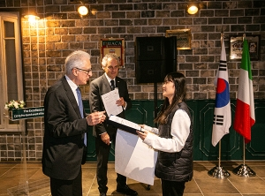 Some 120 Korean government, ambassadors, other celebrities attend an Italian cultural event