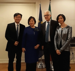 Italy decorates head of Seoul Design Foundation for invaluable contribution to bilateral exchange